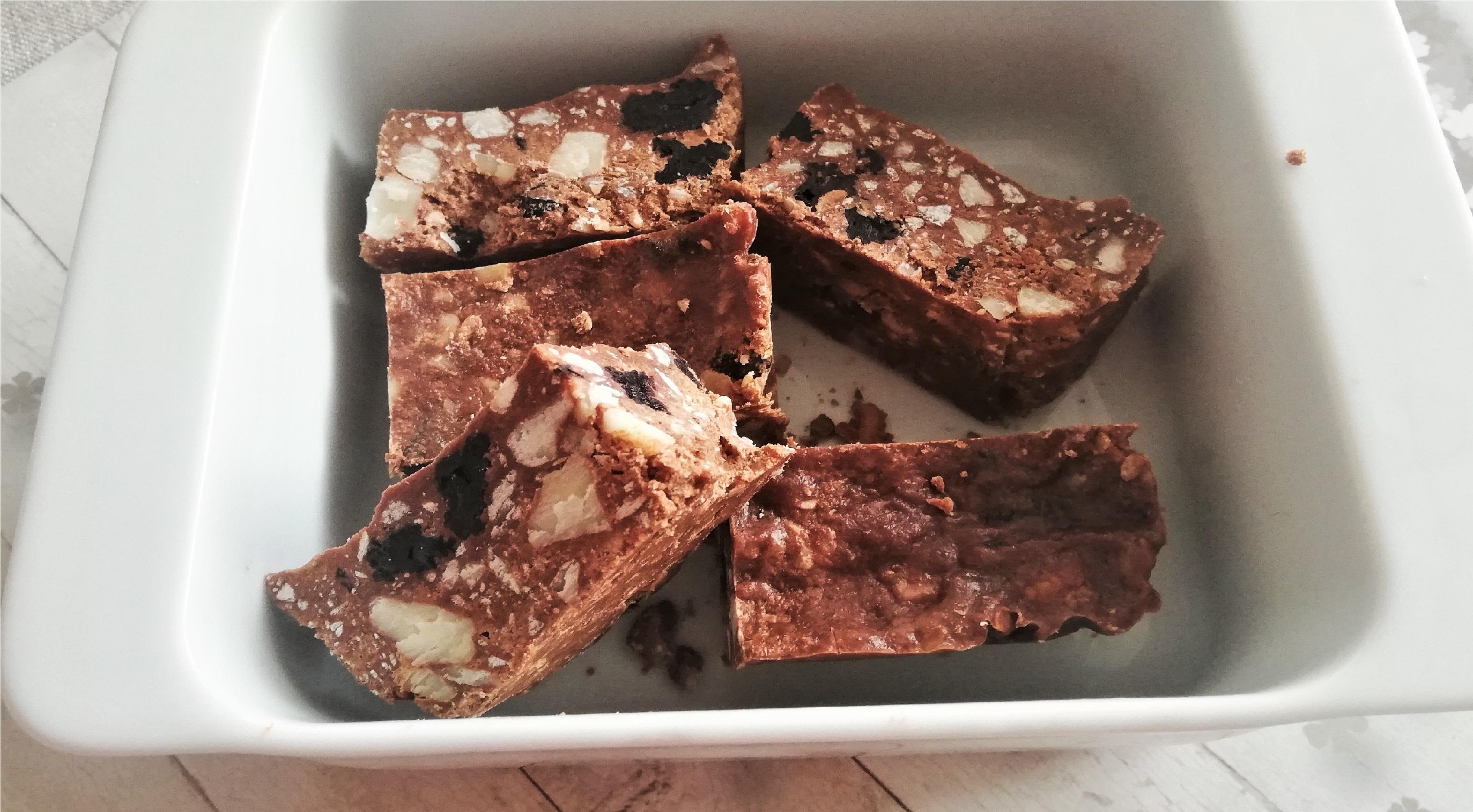 Białkowo-tłuszczowe batony waniliowo-czekoladowe z wiśniami